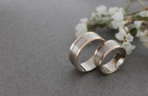 Обручальные кольца из белого и красного золота