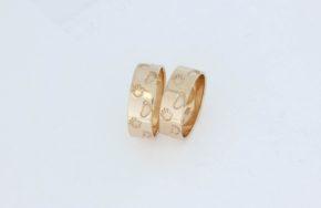 Обручальные кольца с ладошками и пяточками