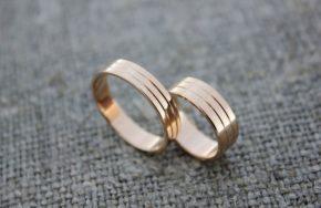 Обручальные кольца с продольными канавками