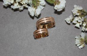 Обручальные кольца с алмазным мерцанием